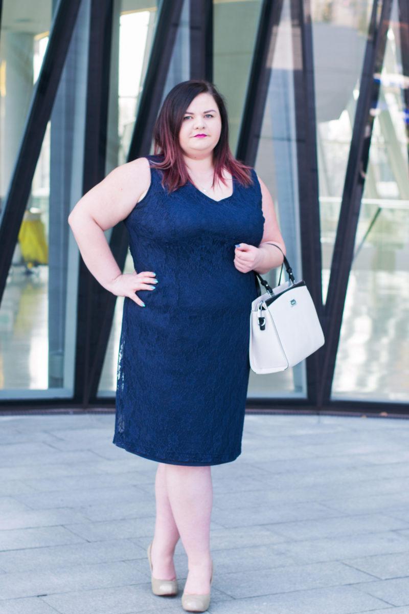 c8c10bba90 sukienka na wesele w duzym rozmiarze jaka wybrac vittoria giovani granatowa  sukienka duzy rozmiar